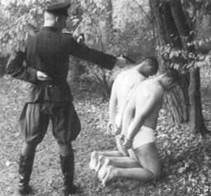 NKVD karininkas ir auka